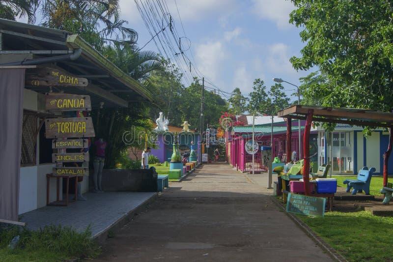 Calle principal de Tortuguero, Costa Rica foto de archivo