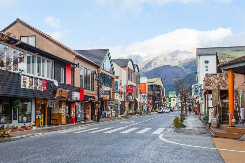 Calle principal de Yufuin en Japón foto de archivo libre de regalías