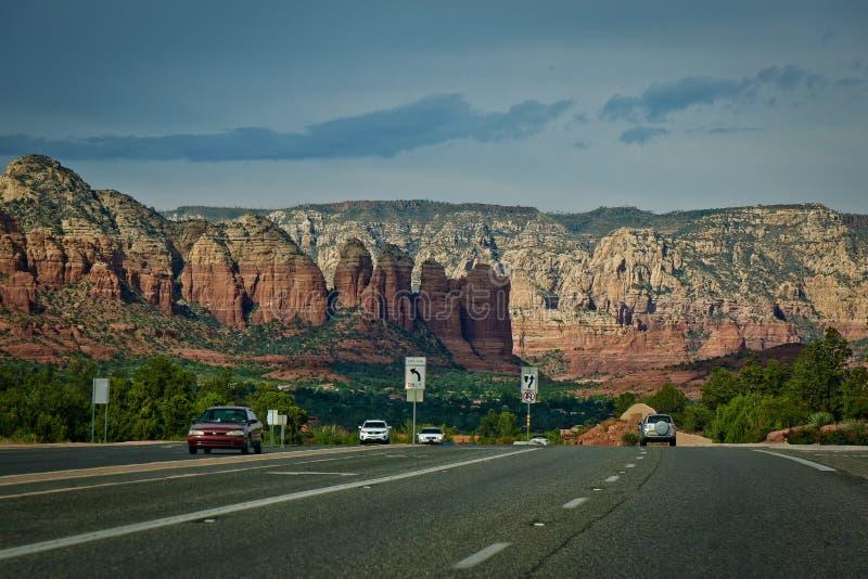 Calle roja de Sedona los E.E.U.U. de la montaña de la roca de Arizona foto de archivo