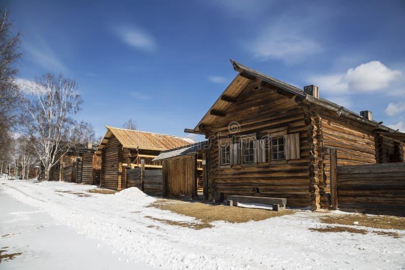 Calle rural en el museo arquitectónico y etnográfico 'Taltsy ' Pueblo de Taltsy, región de Irkutsk, imagen de archivo libre de regalías