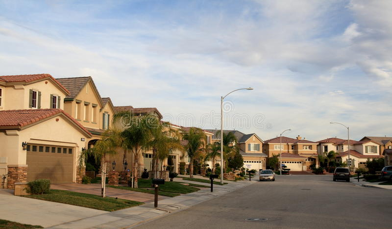 Calle suburbana imagen de archivo