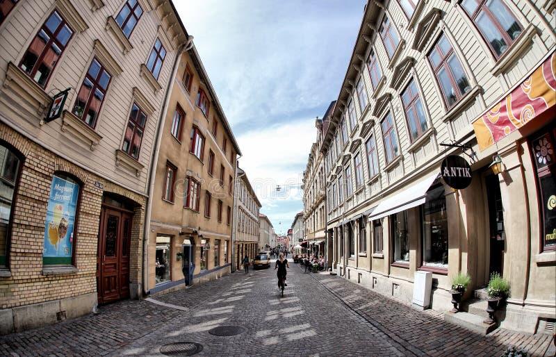 Calle sueca acogedora en el districto de Haga foto de archivo