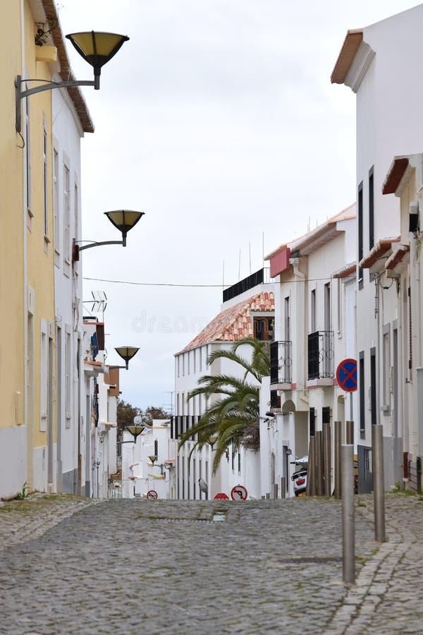 Calle típica en Lagos, Algarve, Portugal imagenes de archivo