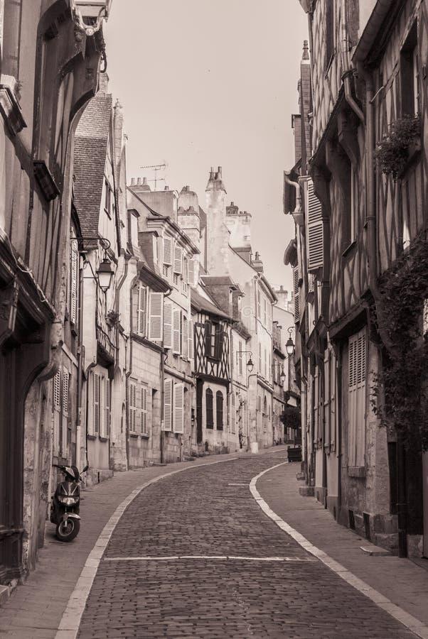 Calle típica Francia de Bourges foto de archivo libre de regalías