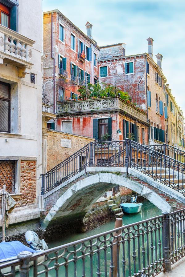 Calle Tetta, κανάλι της Βενετίας και θεμέλια στοκ φωτογραφίες με δικαίωμα ελεύθερης χρήσης