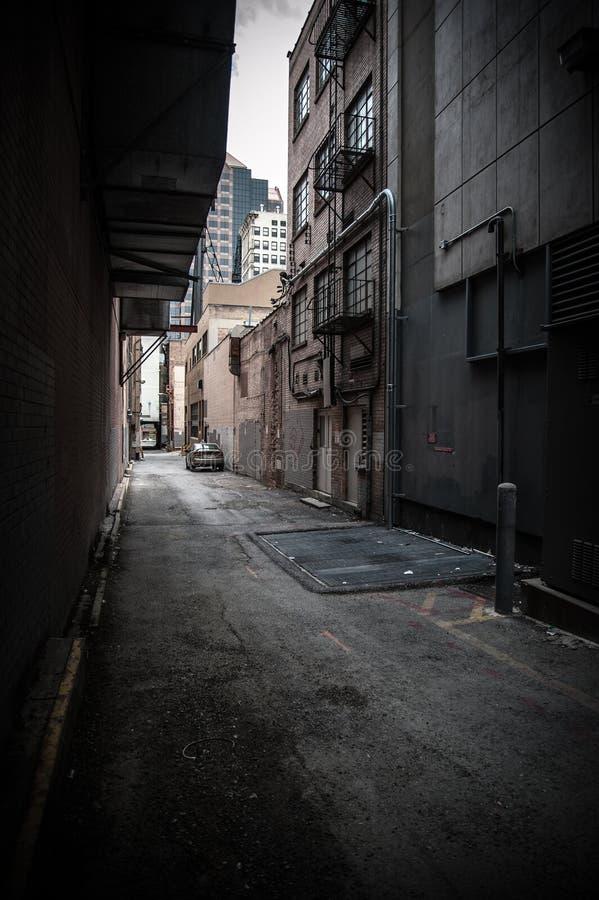 Calle trasera adentro en el centro de la ciudad foto de archivo libre de regalías