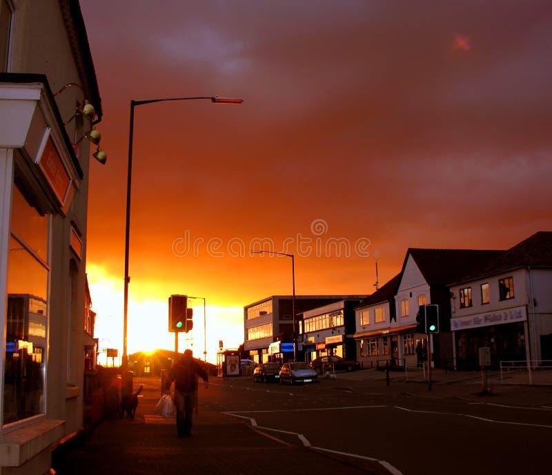 Calle urbana de la puesta del sol foto de archivo