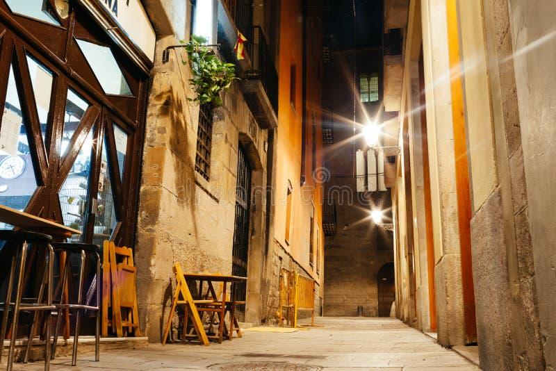 Calle vacía de Barri Gotic en la noche, Barcelona imagen de archivo