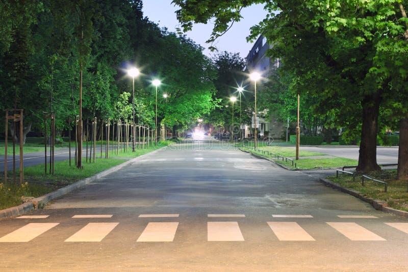 Calle vacía en la noche imagen de archivo libre de regalías