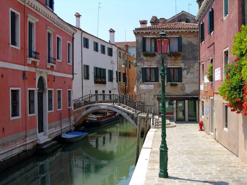 Calle veneciana, Italia fotos de archivo libres de regalías