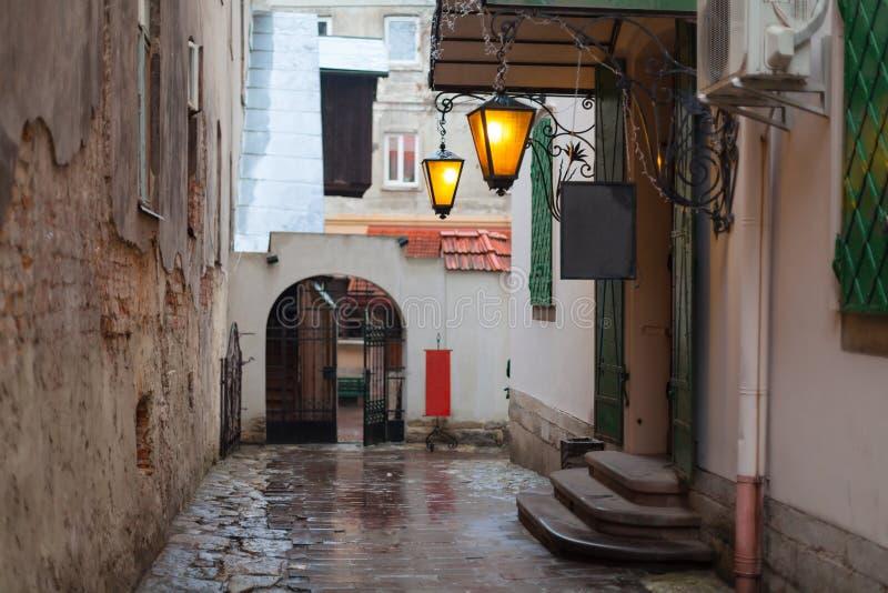 Calle vieja de la ciudad fotografía de archivo libre de regalías