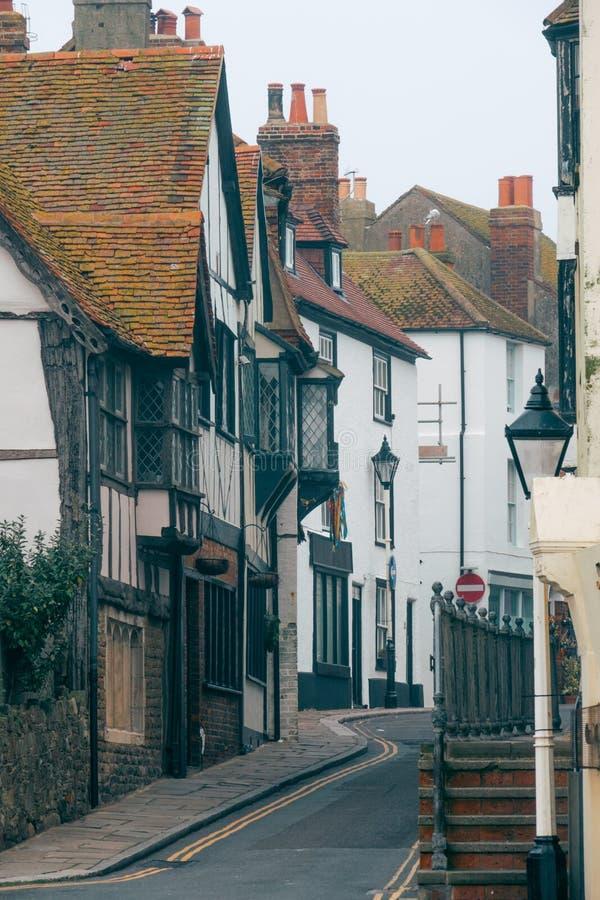 Calle vieja de la ciudad en Hastings imagenes de archivo