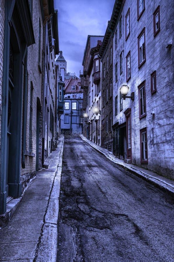 Calle vieja de Quebec en la noche, hdr fotografía de archivo libre de regalías