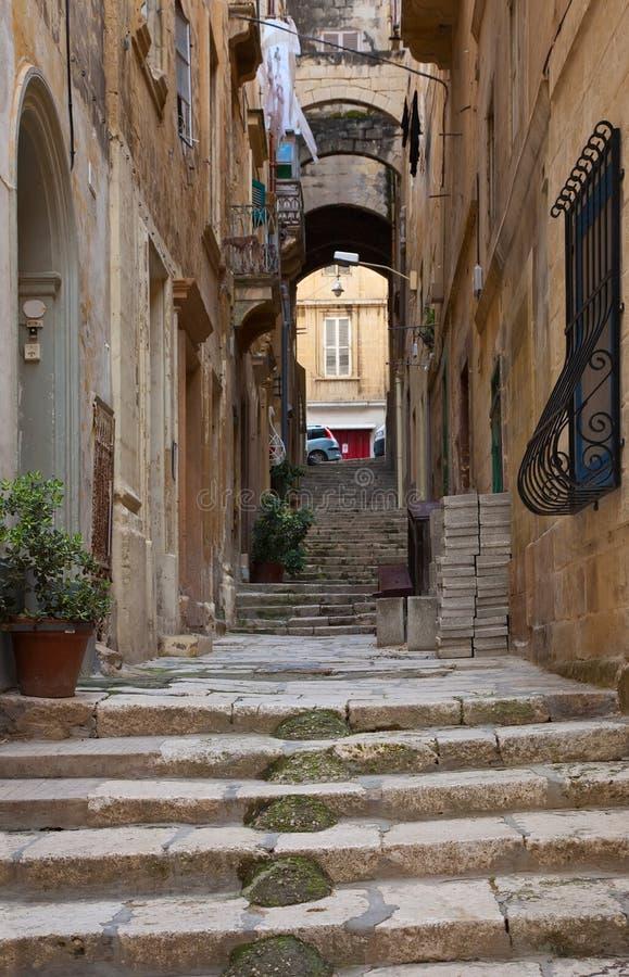 Calle vieja de Valletta. Malta fotografía de archivo