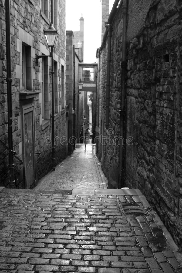 Calle vieja en Edimburgo - blanco y negro fotografía de archivo libre de regalías