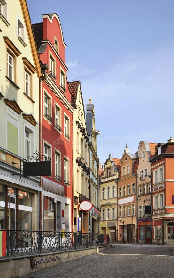 Calle vieja en Jelenia Gora polonia fotografía de archivo