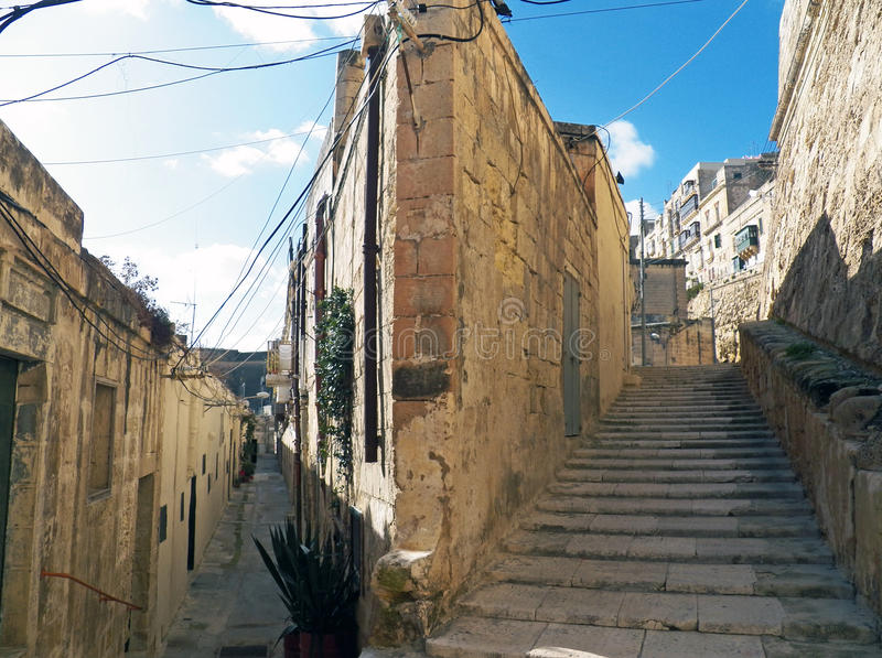 Calle vieja en La Valeta, Malta imágenes de archivo libres de regalías