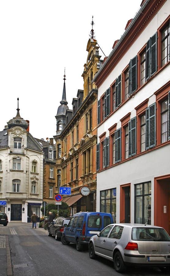 Calle vieja en Wiesbaden alemania foto de archivo