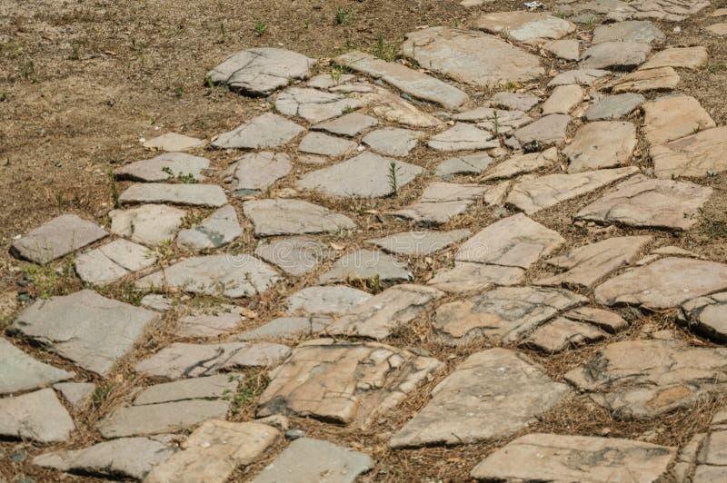 Calle vieja hecha de piedras grandes en el sitio arqueológico de Mérida fotografía de archivo