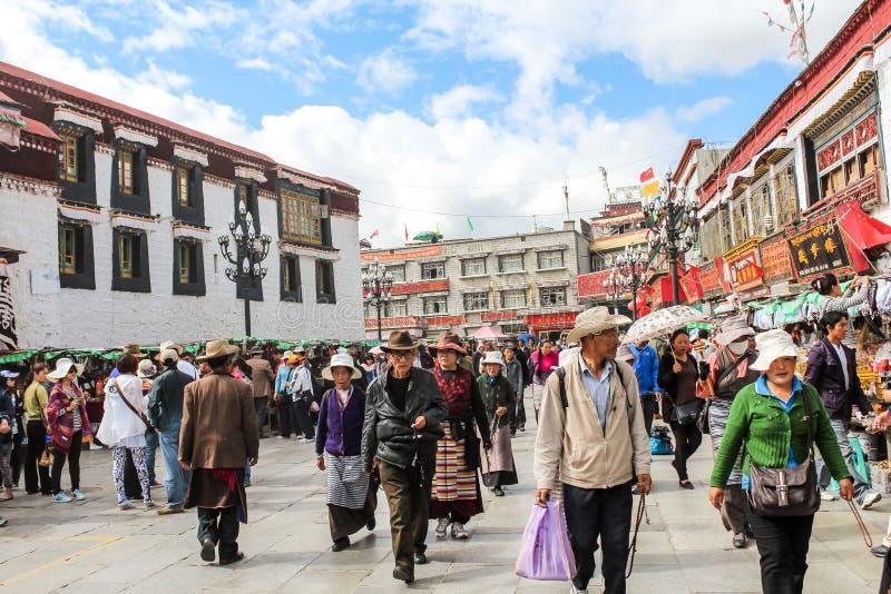 Calle vieja ocupada con los mercados de los granjeros imágenes de archivo libres de regalías