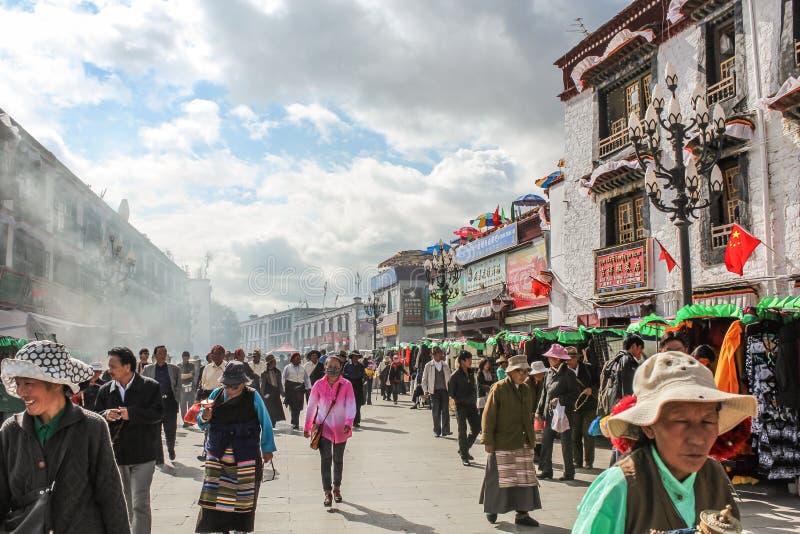 Calle vieja ocupada con los mercados de los granjeros fotografía de archivo libre de regalías