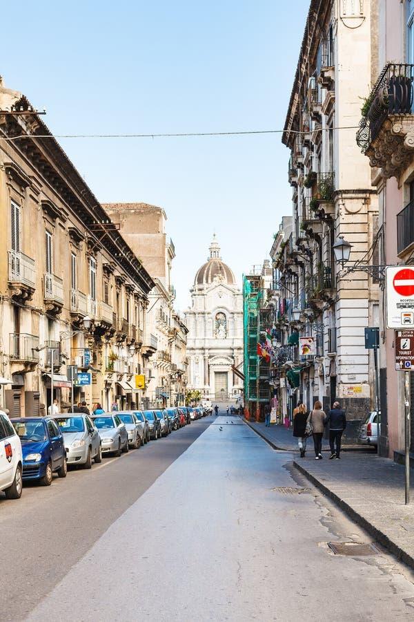 Calle y santo Agatha Cathedral en Catania fotos de archivo