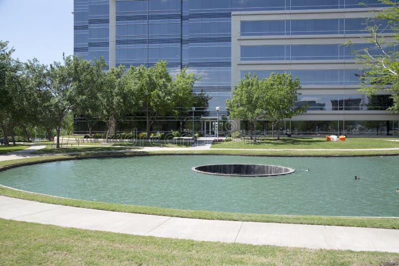 Callejón alrededor del lago en Hall Park Frisco TX foto de archivo