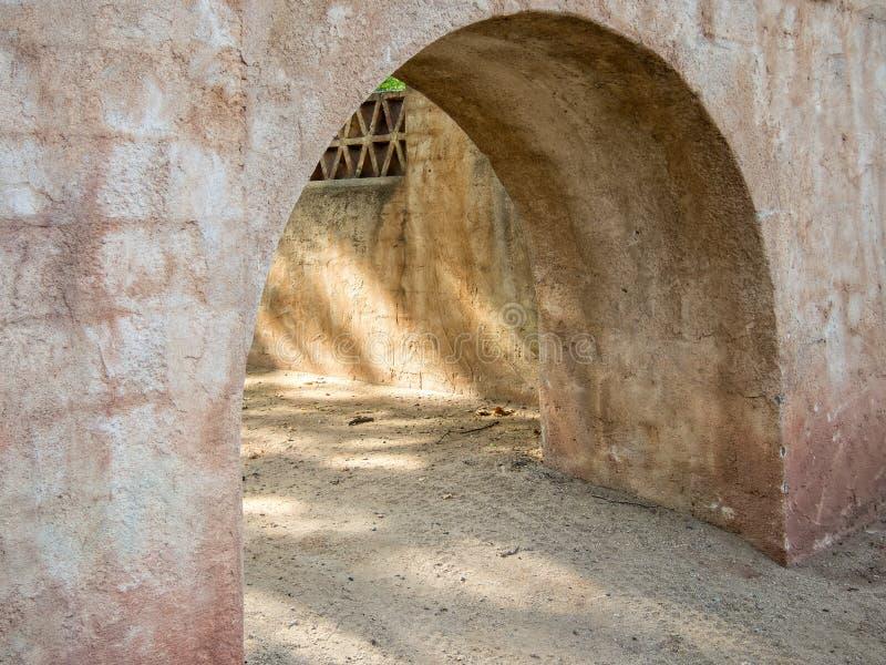 Callejón arqueado, arquitectura al sudoeste fotos de archivo libres de regalías
