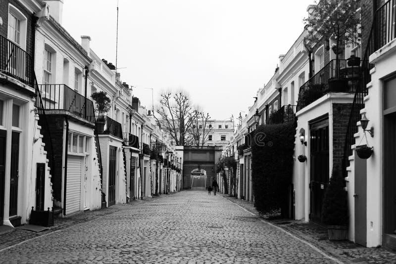Callejón aseado en Londres Holland Park fotografía de archivo libre de regalías