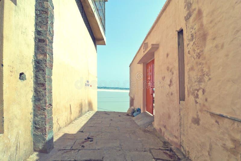 Callejón de Varanasi fotografía de archivo libre de regalías