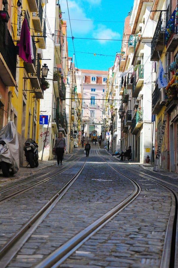 Callejón del teleférico de Lisboa Bica, tranvía de la parte alta vieja, viaje Lisboa fotografía de archivo