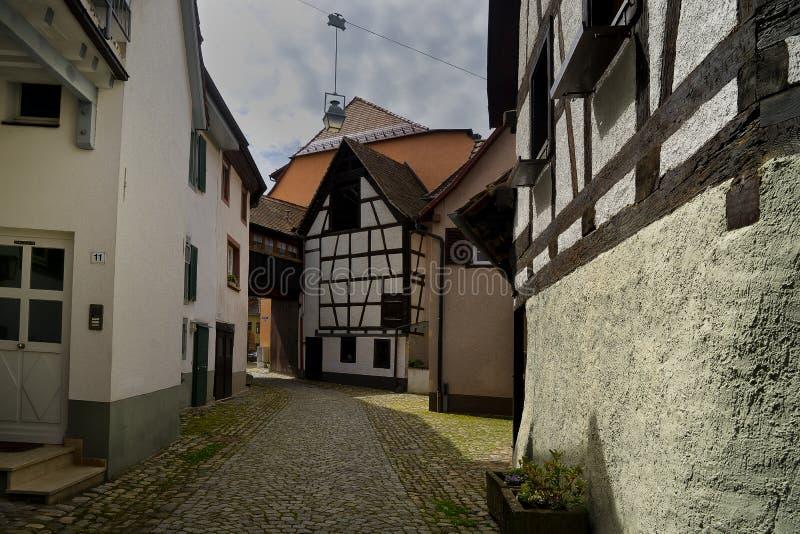 Callejón en Staufen im Breisgau Schwarzwald Alemania imagen de archivo
