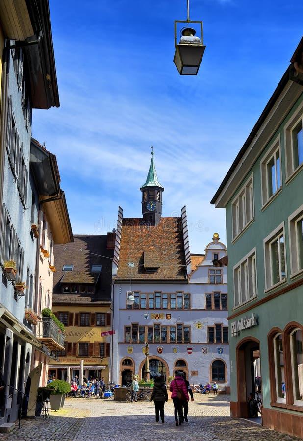 Callejón en Staufen im Breisgau Schwarzwald Alemania imagenes de archivo