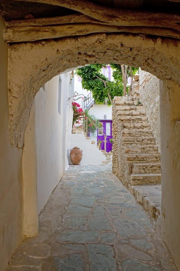 Callejón griego de la isla foto de archivo libre de regalías