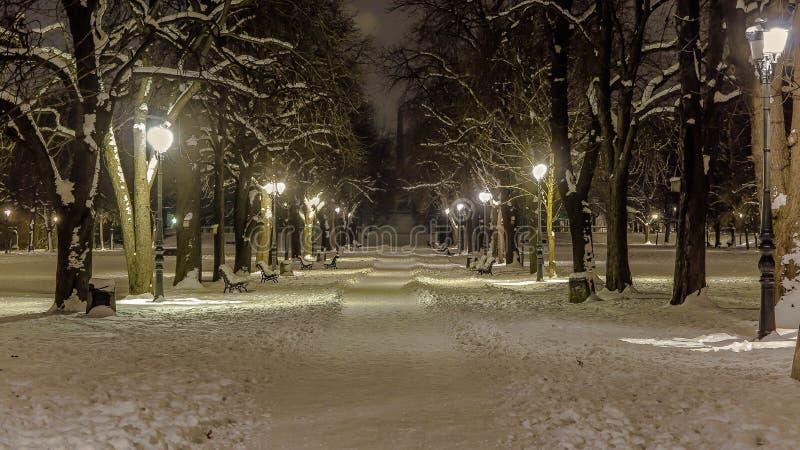 Callejón Nevado en el ` del jardín de Borisovata del ` del parque en Sofía bulgaria imagenes de archivo