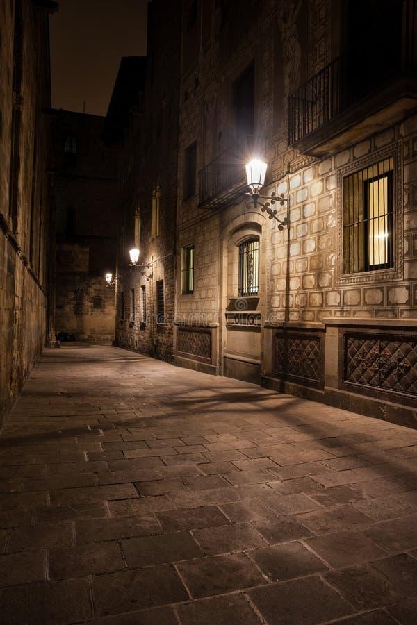 Callejón Oscuro En El Cuarto Gótico De Barcelona Foto de archivo ...