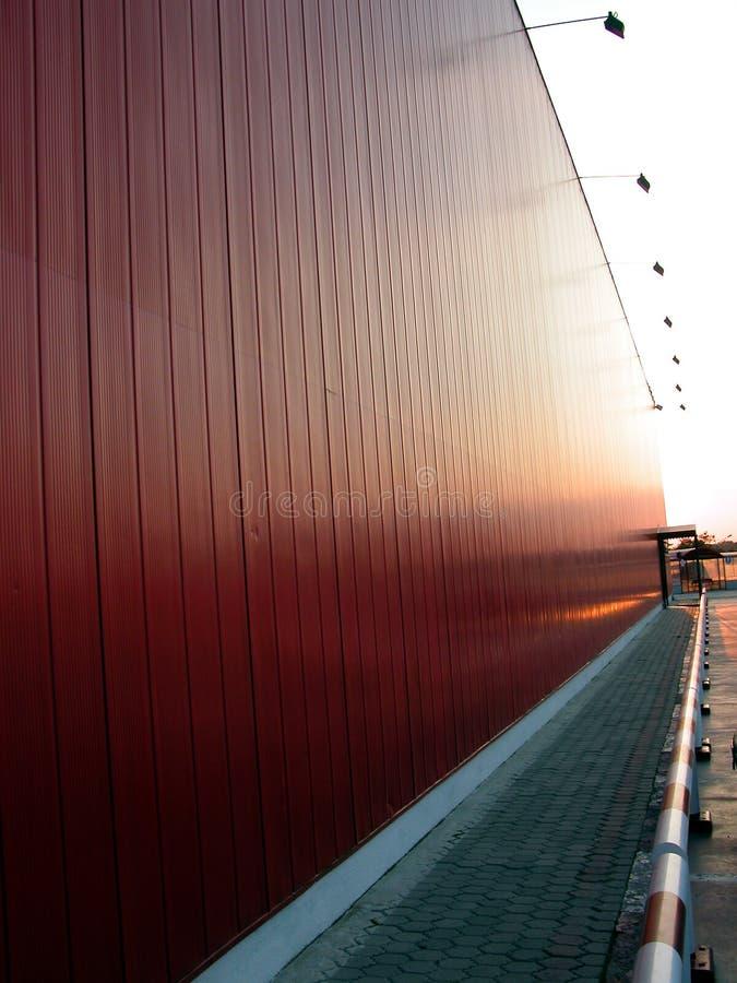 Callejón rojo del edificio