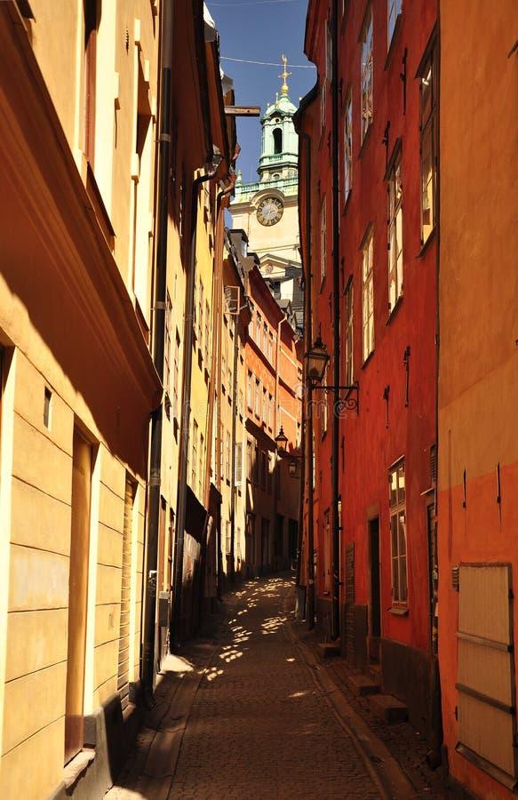 Callejón viejo del towm de Estocolmo, Suecia. foto de archivo
