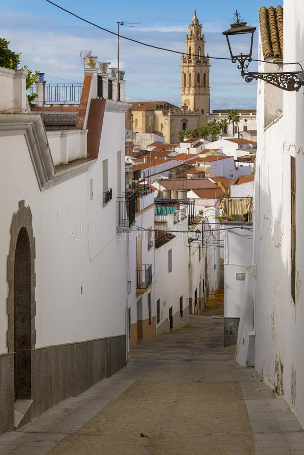 Callejones de las casas blanqueadas típicas del pueblo de Jerez de los fotos de archivo
