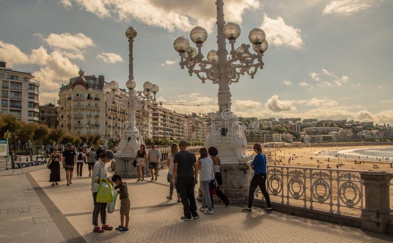 Calles al lado de la playa del Concha del La en San Sebastian fotos de archivo libres de regalías