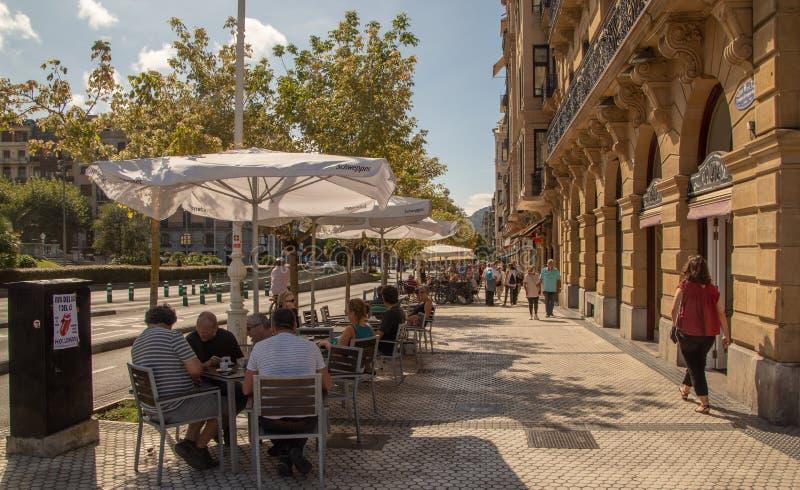 Calles al lado de la playa del Concha del La en San Sebastian fotografía de archivo libre de regalías