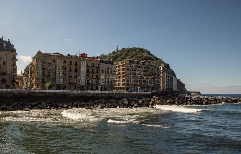 Calles al lado de la playa del Concha del La en San Sebastian imágenes de archivo libres de regalías