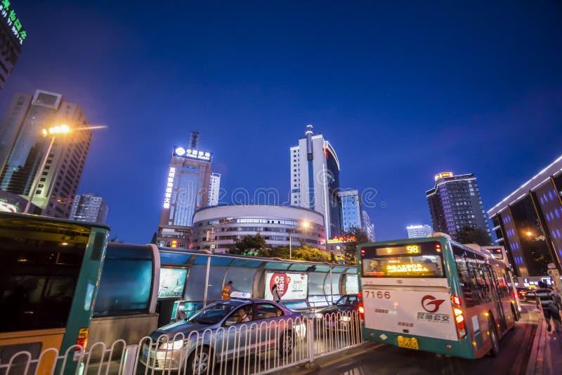 Calles céntricas sobre hora punta, China de Kunming imágenes de archivo libres de regalías