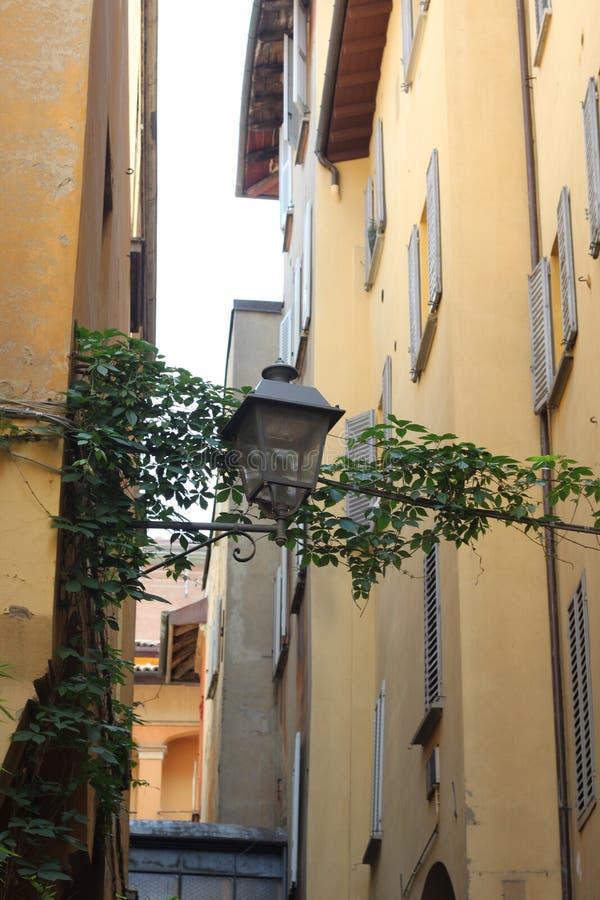Calles coloridas de Bolonia foto de archivo