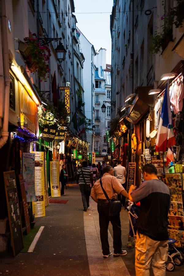 Calles cuartas latinas en París fotos de archivo