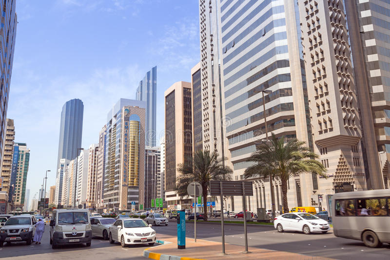 Calles de Abu Dhabi, capital de United Arab Emirates. fotos de archivo