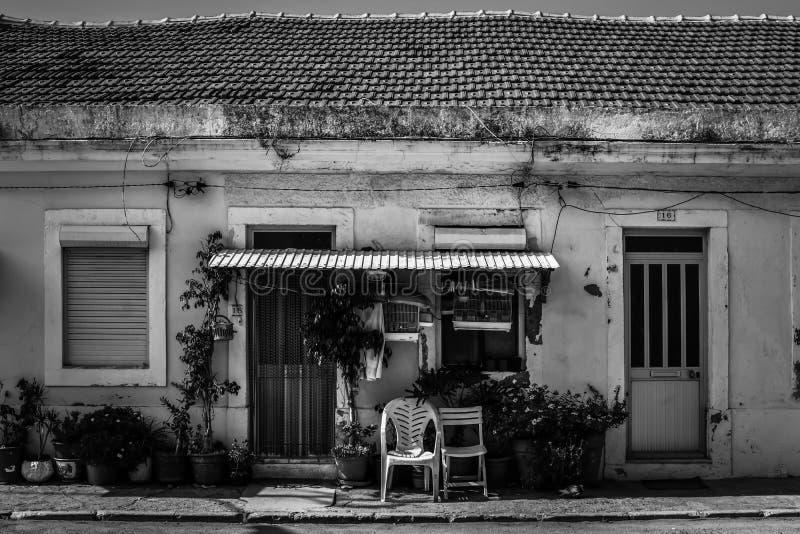 Calles de Almada. Cova da Piedade. Portugal. Negro y blanco. B&W Vieja Europa foto de archivo