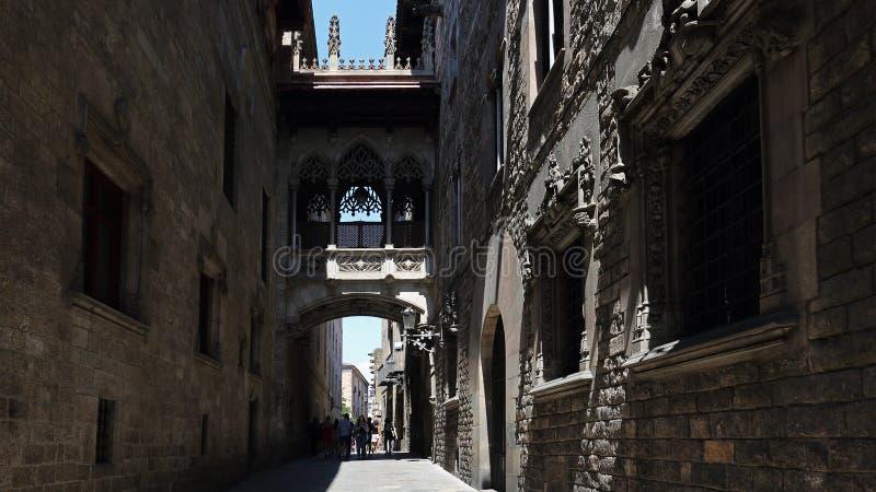 Calles de Barri Gotic en Barcelona, Cataluña, España imagen de archivo