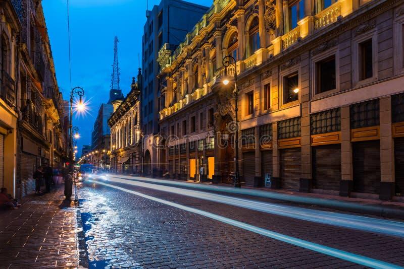 Calles de Ciudad de México en la noche fotografía de archivo