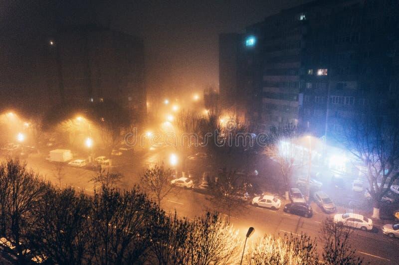 Calles de la ciudad en la noche imagenes de archivo